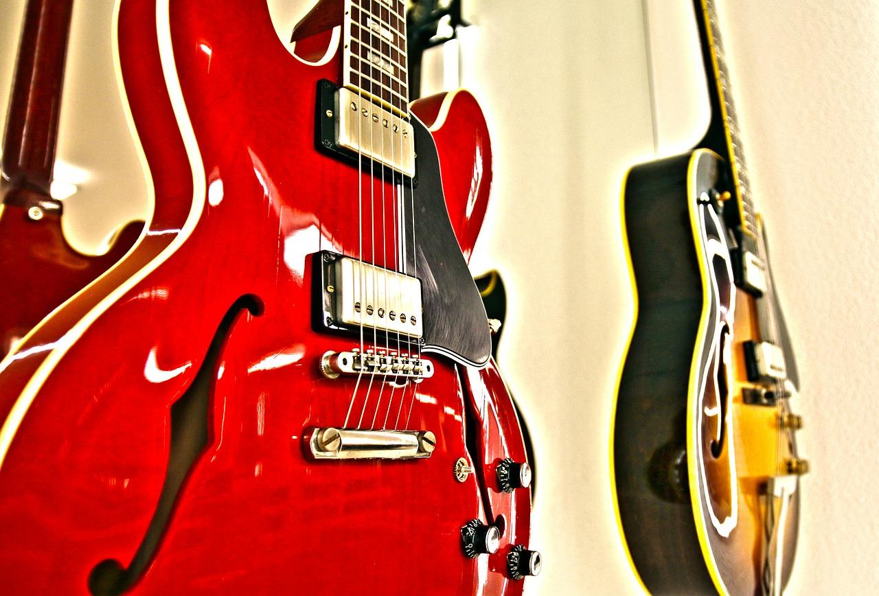 赤いギターと黄色いギター