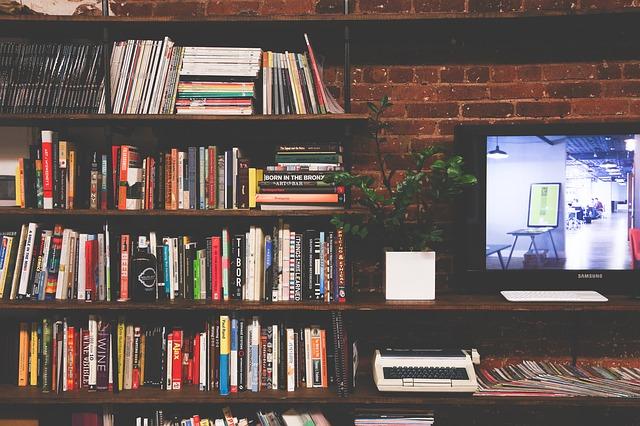おしゃれな本棚のある部屋の一部