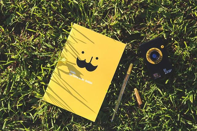 黄色い顔のあるノート