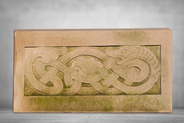蛇の彫刻図