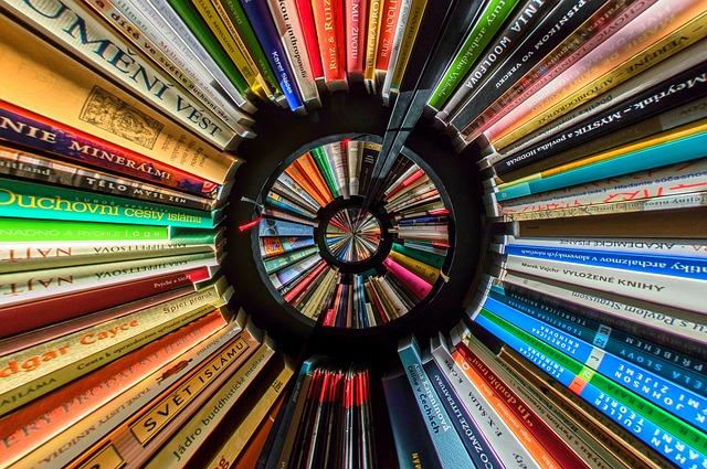 円形に並べられた本